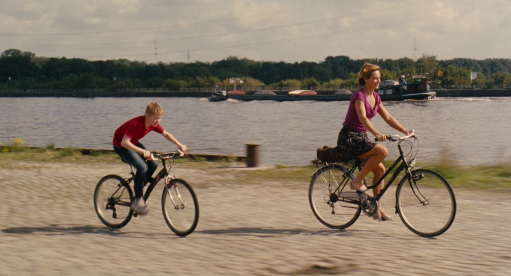 The Kid with a Bike 2011 BluRay 720p DTS x264-CHD [Request]