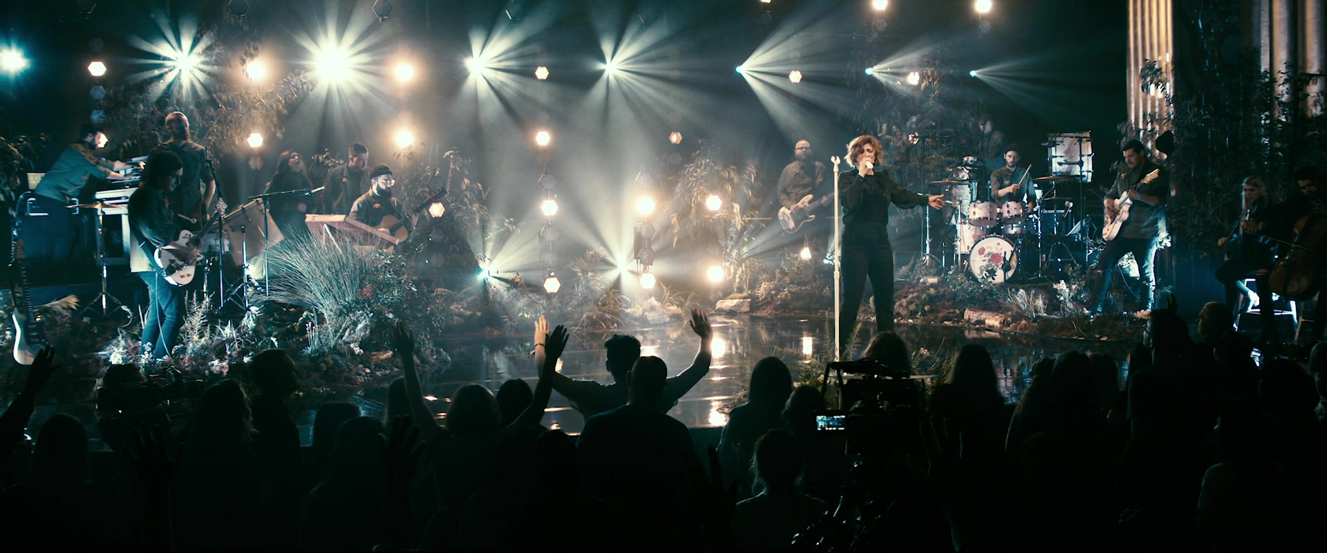 Kim Walker Smith Wild Heart Live At The Cascade Theatre In Redding CA 2020 1080p WEB-DL DDP2.0 H264-WEBLE